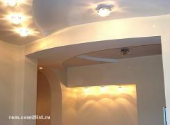 Дизайн в трехкомнатных аппартаментах: фрагмент конструкции из гипсокартона (прихожая)