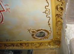 Фрагмент потолка - карниз из оселкового мрамора, орнамента из гипса, патинирование, роспись