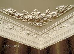 Потолок лепнина в спальной