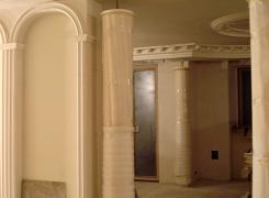 Кадр промежуточного этапа капитального ремонта в одной квартире