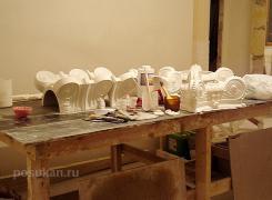 Здесь работаем с капителями из оселкового мрамора, делаем декор