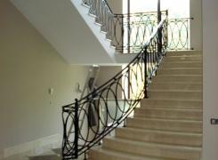 Лестница мрамор, холл 1-ый этаж, вид Б