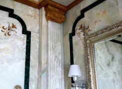 Эпизод отделки стен мрамором (санузел)