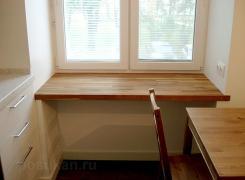 Подоконник на кухне - дубовый массив