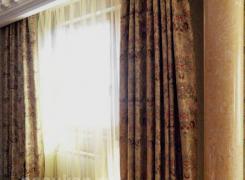 Текстильное оформление балконного окна